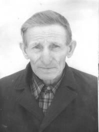 родился 12 января 1908 года в селе Гололобовка Мичуринского района Тамбовской области. Образование начальное. До армии работал в колхозе трактористом.  В 1941 году был призван в кадровую армию. Прослужив несколько месяцев, был отправлен на фронт. Принимал участие в сражениях под Новгородом, Старой Руссой, в Ленинградской области. 7 августа 1941 года был ранен, попал в плен. После Победы вернулся домой не сразу, а где-то в конце 1945 года. Имеет медаль « За победу над Германией». Вернувшись в родное село, продолжил работать в колхозе животноводом.      Умер в 1986 году.